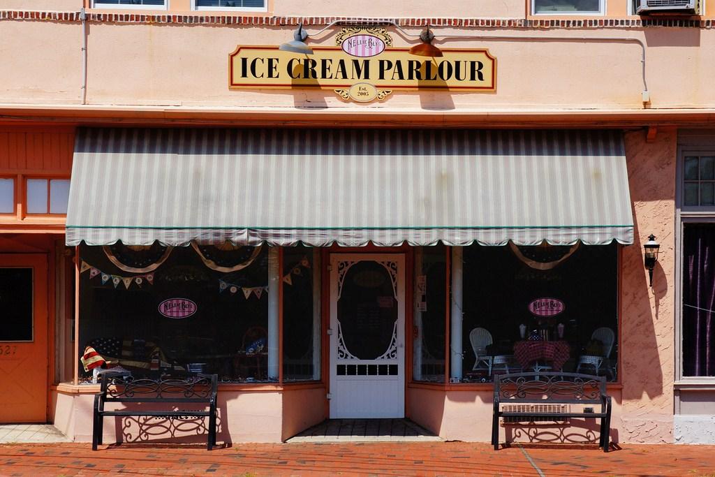 Ice cream shop exterior design images for Exterior shop design